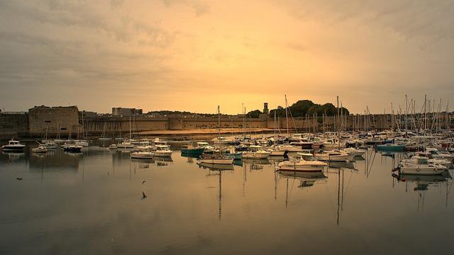 Brittany, Finistère, Concarneau, Rampart, Boat
