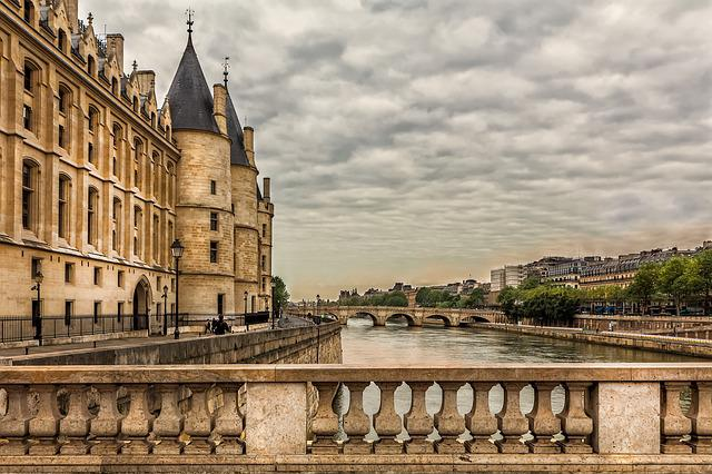 Paris, The Banks Of The Seine, Architecture, Concierge