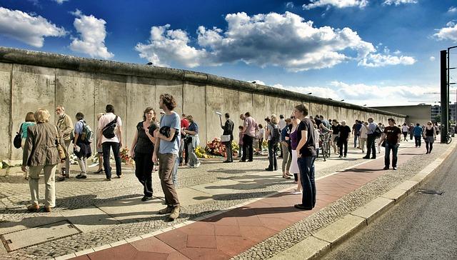 Bernauer Straße, Construction Of The Wall