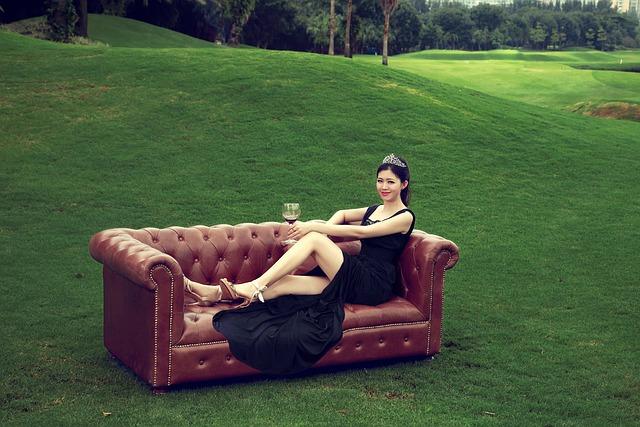 Miss Universe, Golf, Court, Sofa, Beauty, Wine, Lawn