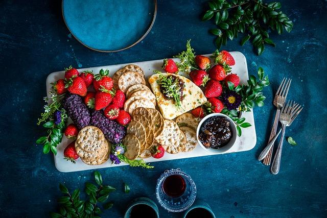 Strawberries, Biscuit, Crackers, Tea, Drink, Wine