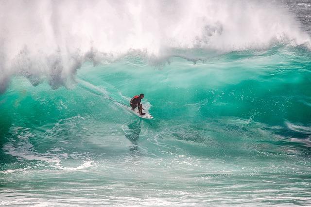 Surfer, Big Waves, Crisis, Ombak Tujuh Coast