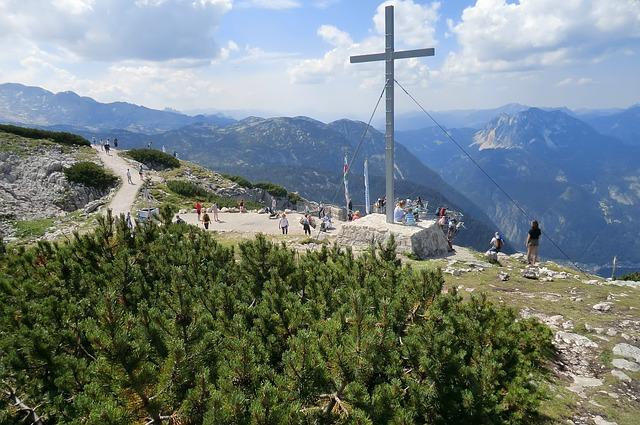Dachstein-krippenstein, Salzkammergut, Austria, Cross