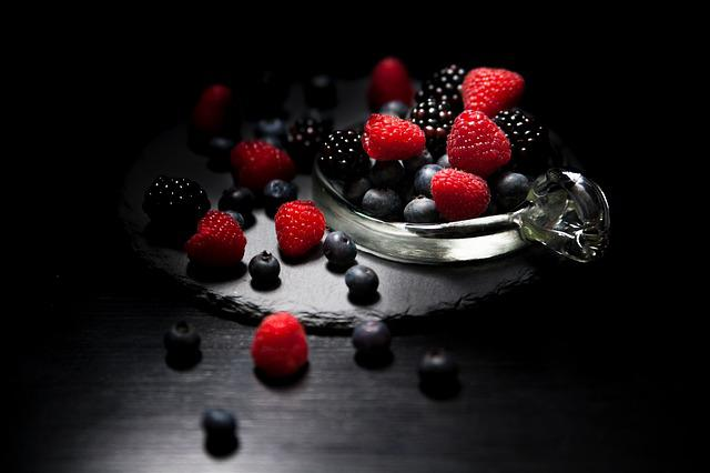 Dark Mood Food, Lichtspiel, Berries, Raspberries