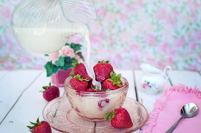 Strawberries, Cream, Milk, Pouring, Pour, Dessert