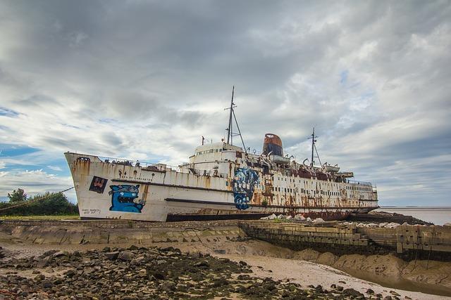 Abandoned Ship, Port, History, Dilapidated