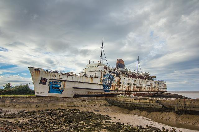 Abandoned Ship, Port, History, Dilapidated