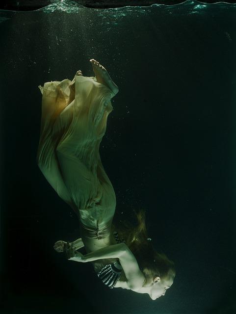 Underwater, Tank, Dress, Fiction