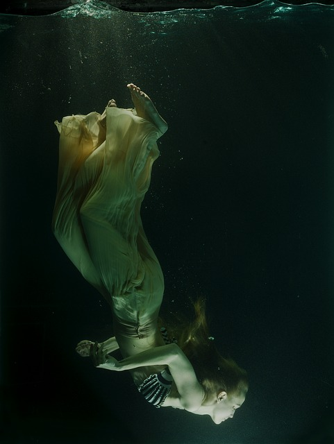 Underwater, Tank, Dress, Fiction