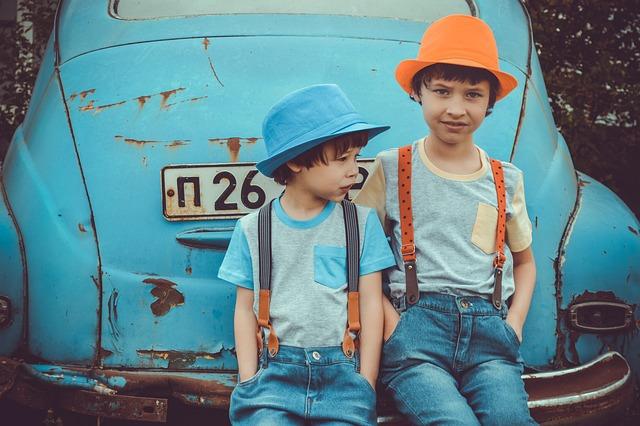 Old Cars, Retro-car, Kids, Boys, Urchins, Bullies, Dump