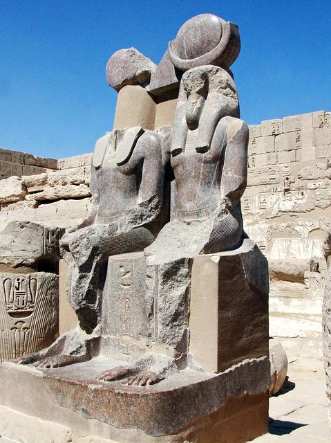 Egypt, Thebes, Medinet-habu, Temple, Statues, Ramsès3