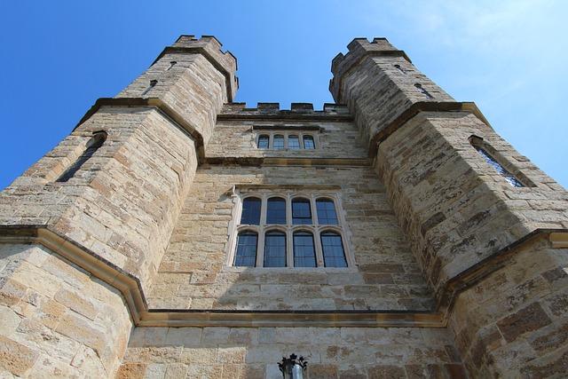 England, Castle, Leeds Castle, Moated Castle, Towers