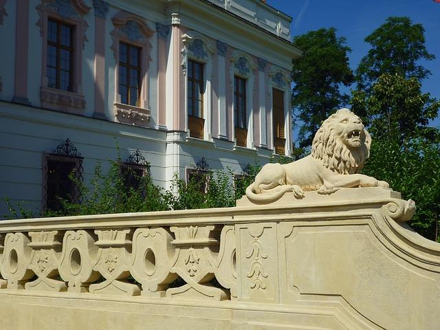 Hungary, Gödöllő Hungary, Castle, Statue, Entrance