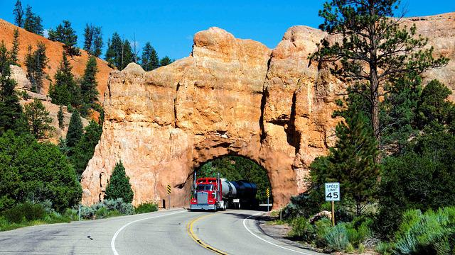 Entrance To Bryce Canyon, Usa, National Park, Truck
