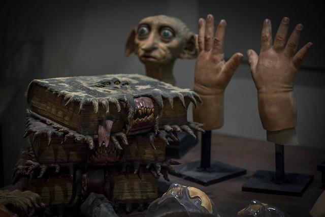 Harry Potter, Movie, Equipment, Dobby, Hands, Books