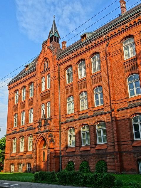 Bydgoszczy, University, Facade, Building, Windows