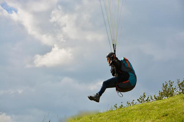 Paragliding, Paraglider Takes To The Skies, Fifth Wheel