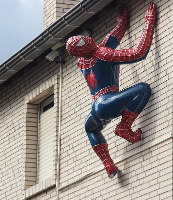 Sculpture, Hauswand, Spiderman, Figure, Cheers