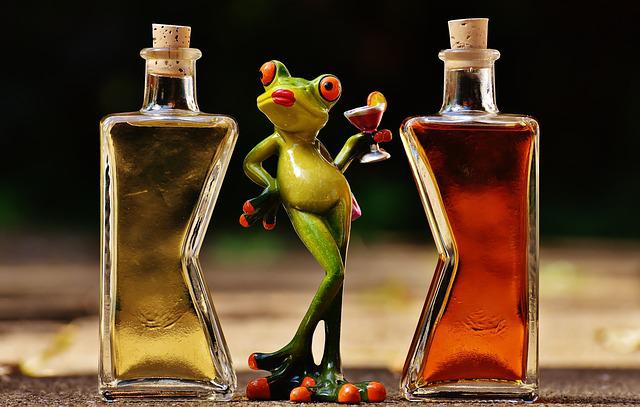 Frogs, Chick, Beverages, Bottles, Alcohol, Figures