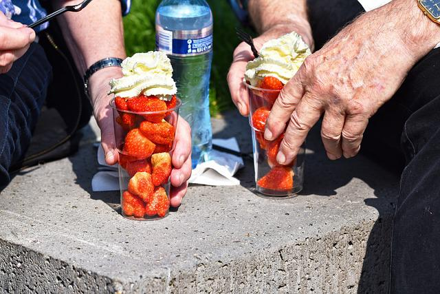 Hand, Finger, Man's Hand, Woman's Hand, Cup, Strawberry