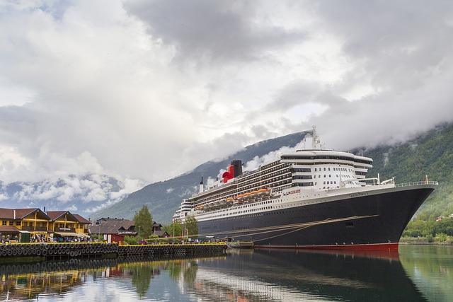 Ocean Liner, Queen Mary 2, Flåm, Norway, Fjord