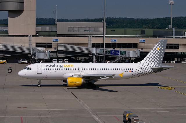 Airbus A320, Vueling, Aircraft, Flying, Flyer, Sky
