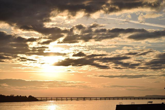 Forth Road Bridge, Bridge, Dundee, Water, Scotland