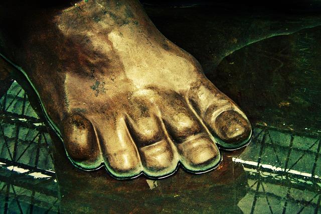 Sculpture, Firmness, Tenacity, Foundation, Feet