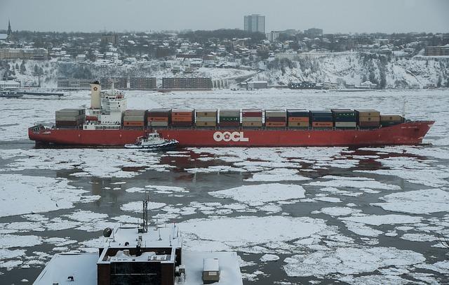 Québec, Frozen River, Navigation, Containers, Ice