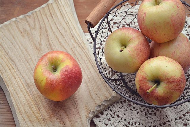 Apple, Cutting Board, Basket, Fruit Basket, Bio