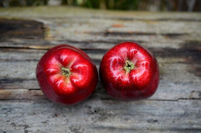 Apple, Red, Red Apple, Fruit, Healthy, Vitamins, Frisch