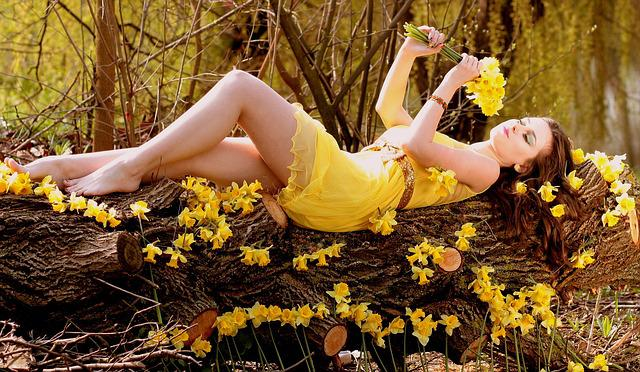Girl, Daffodil, Yellow, Flowers, Spring, Beauty