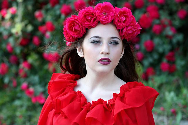 Girl, Roses, Red, Wreath, Flowers, Beauty