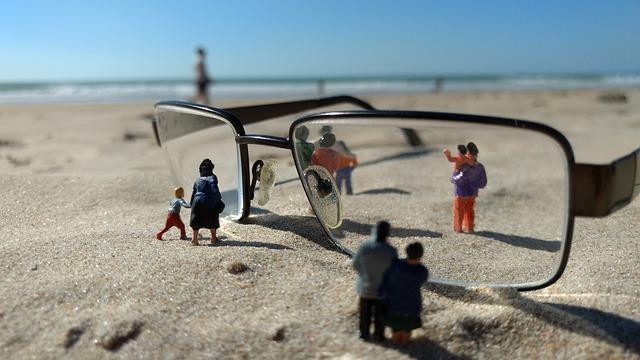 Miniature Figures, Personal, Glasses, Beach, Sand