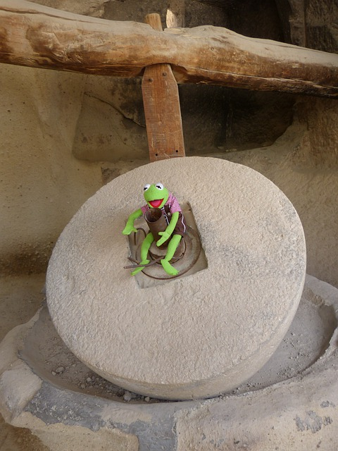 Mill, Stone, Grind, Frog, Sit, Green, Kermit, Doll