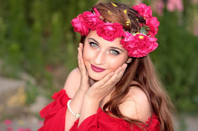 Girl, Flowers, Wreath, Green Eyes, Roses, Red, Beauty