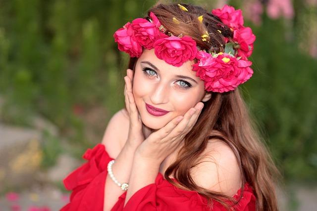 Girl, Flowers, Wreath, Green Eyes, Roses, Red, Beauty