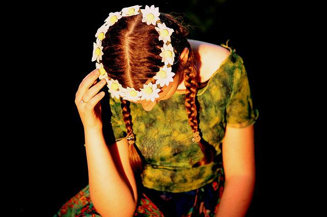 Girl, Wreath, Thoughts, In The Evening, Green
