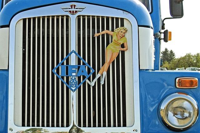 Grille, Spotlight, Blinker, Truck, Old, Historically