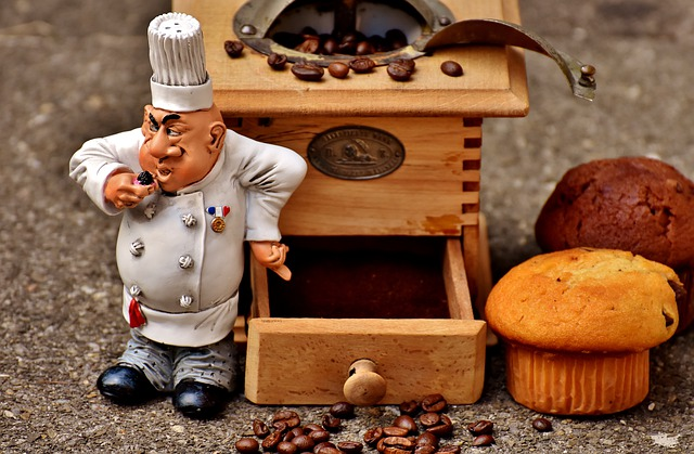Grinder, Muffin, Baker, Figure, Cake, Coffee