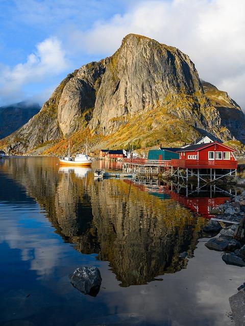 Norway, Lofoten, Hamnoy, Mirroring, Rorbuer