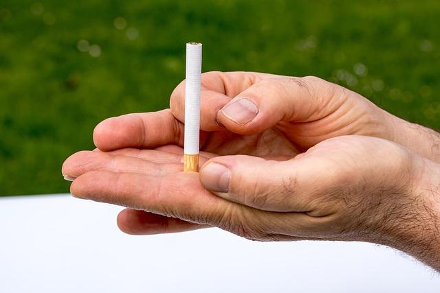 Cigarette, Non Smoking, Hands, With Finger Wegschnipsen