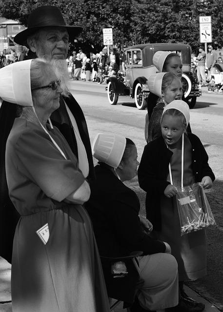 Amish, Family, Parade, Shipshewanna, Indiana, Hats, B W