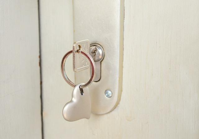 Key, Castle, Heart, Keychain, Close To, Door Key, Close