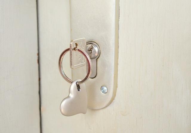 Key, Castle, Heart, Keychain, Close To, Door Key, Close