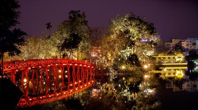 Thue Huc Bridge, Hoan Kiem Lake, Ha Noi, Vietnam