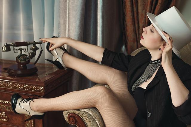 Girl, Hotel, Burlesque, Hat, Phone, Hotel Room, Leg