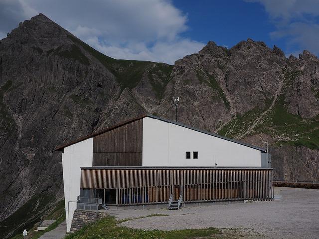 Douglas Cottage, Hut, Mountain Hut, Luenersee