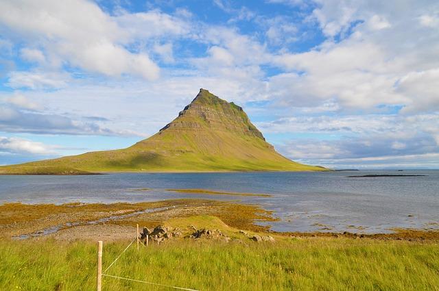 Iceland, Grundarfjörður, Mountain, Kirkjufell, Sea