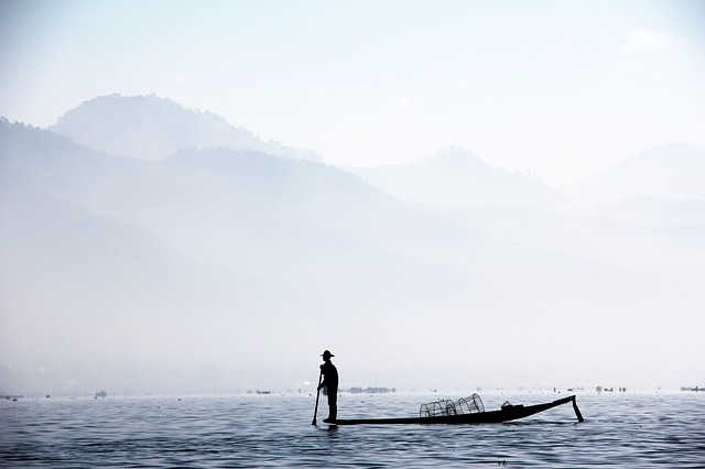 Fisherman, Single Leg Fischer, Myanmar, Inle, Brine